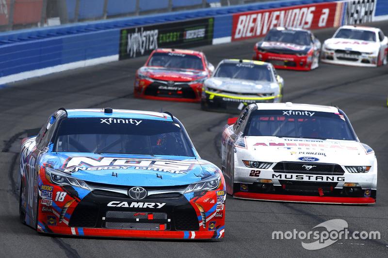 Kyle Busch, Joe Gibbs Racing Toyota, Joey Logano, Team Penske Ford