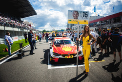 La Grid Girl d'Augusto Farfus, BMW Team RMG, BMW M4 DTM