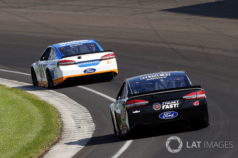 Kevin Harvick, Stewart-Haas Racing Ford, Ryan Blaney, Wood Brothers Racing Ford