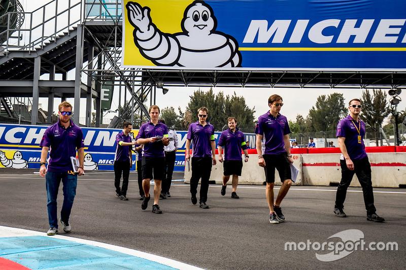 Sam Bird, DS Virgin Racing, walks the track with his team
