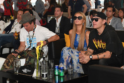 Paris Hilton & Chris Zylka