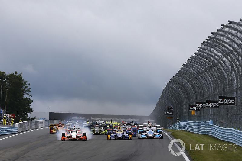 Alexander Rossi, Curb Herta - Andretti Autosport Honda, Josef Newgarden, Team Penske Chevrolet lead at the start