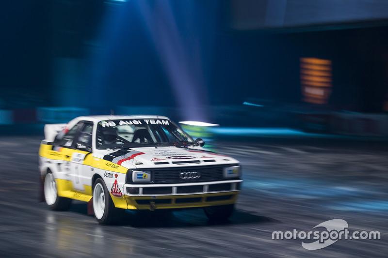 Een Group B Audi Quattro scheurt door de Live Action Arena
