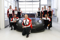 Marco Ujhasi, Porsche GT Motorsport Project Manager and his team in front of the 2017 Porsche GTE/GTLM