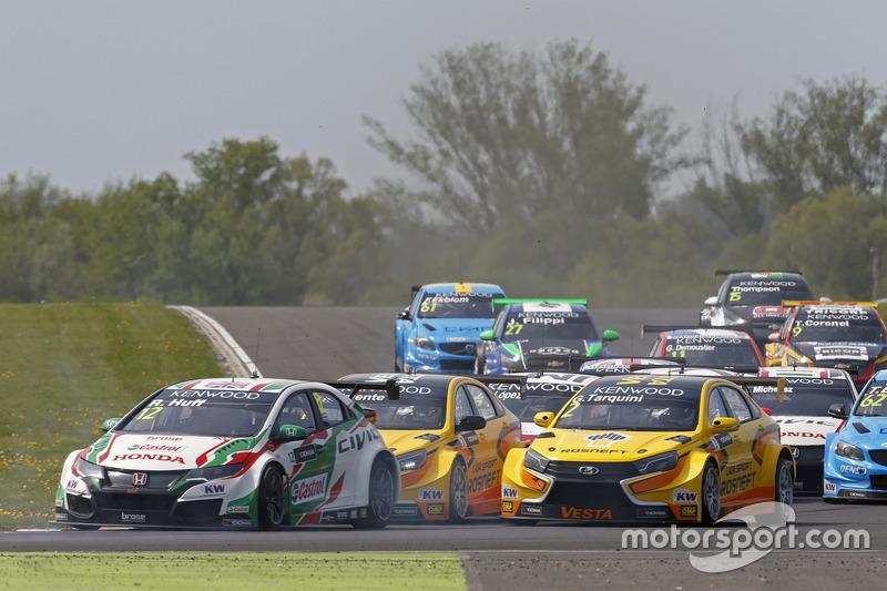 Rob Huff, Honda Racing Team JAS, Honda Civic WTCC; Gabriele Tarquini, LADA Sport Rosneft, Lada Vesta