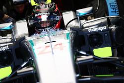 Эстебан Окон, тест-пилот Mercedes AMG F1 W07 Hybrid