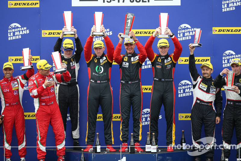 Winners GTE, #66 JMW Motorsport Ferrari F458 Italia: Rory Butcher, Robert Smith, Andrea Bertolini