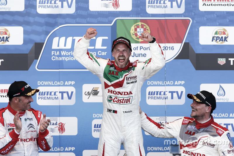 Podyum: 1. Tiago Monteiro, Honda Racing Team JAS, Honda Civic WTCC; 2. Yvan Muller, Citroën World To