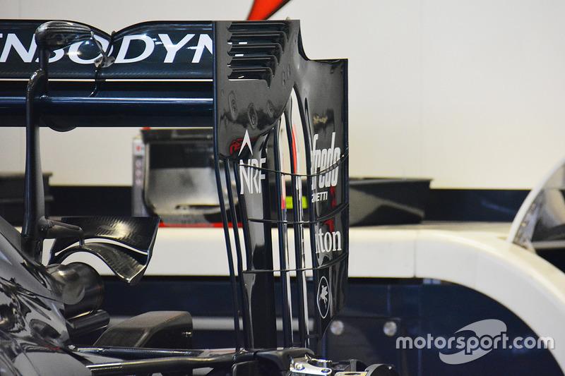 McLaren arka kanat detay