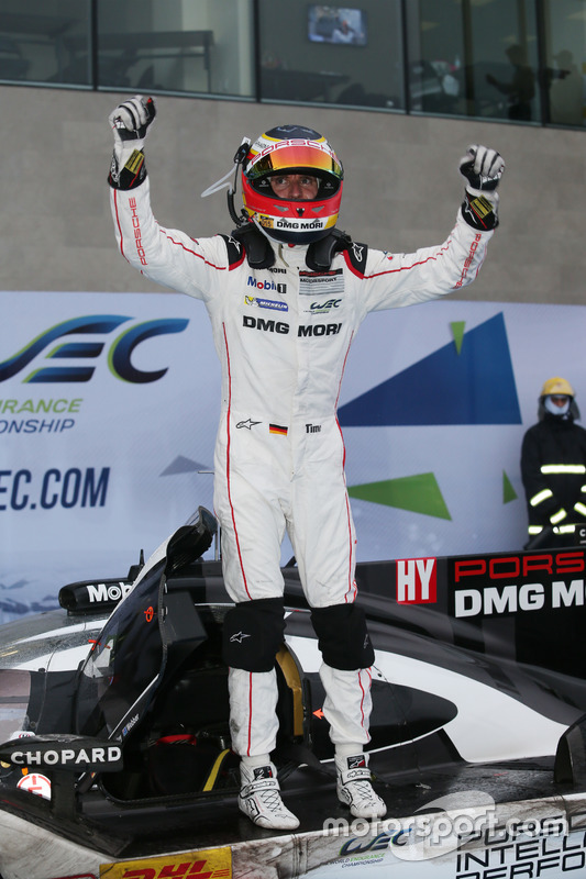 Race winner #1 Porsche Team Porsche 919 Hybrid: Timo Bernhard in parc ferme