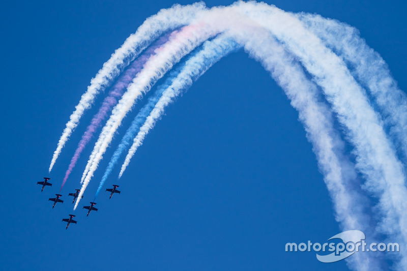 Pre-race airshow