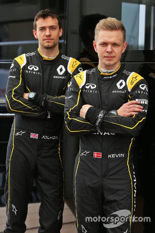 Jolyon Palmer, Renault Sport F1 Team met Kevin Magnussen, Renault Sport F1 Team