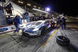 #66 Chip Ganassi Racing Ford GT, GTLM: Dirk Müller, Joey Hand, Sébastien Bourdais, pit stop