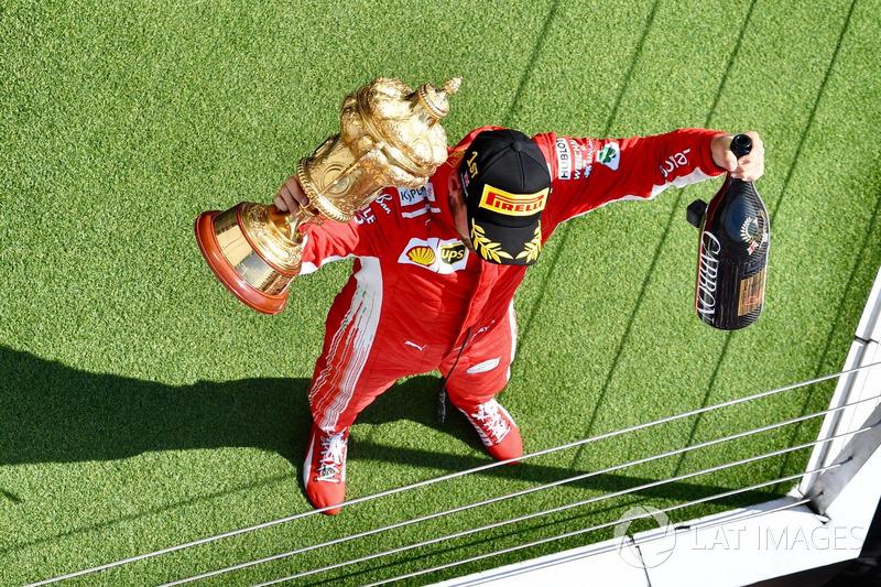 Le vainqueur Sebastian Vettel, Ferrari celebrates sur le podium