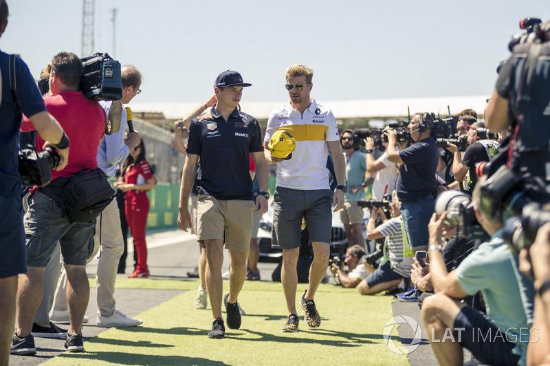 Max Verstappen, Red Bull Racing dan Nico Hulkenberg, Renault Sport F1 Team ikuti parade pembalap