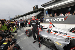Ganador del premio Verizon P1 Pole Will Power, equipo Penske Chevrolet