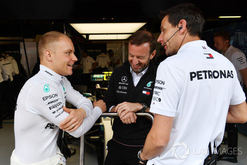 Valtteri Bottas, Mercedes-AMG F y Toto Wolff, director de Mercedes AMG F1