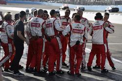 Siegerjubel: Crew von Matt Kenseth, Joe Gibbs Racing