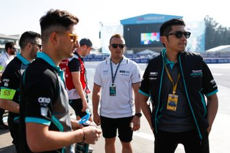 Ho-Pin Tung, Panasonic Jaguar Racing, with Mitch Evans, Panasonic Jaguar Racing on a track walk