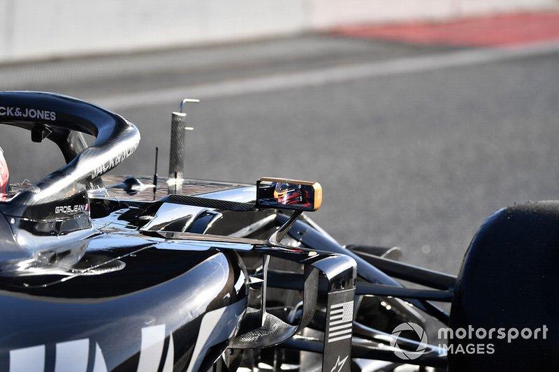 Romain Grosjean, Haas F1 Team VF-19 dans son rétroviseur