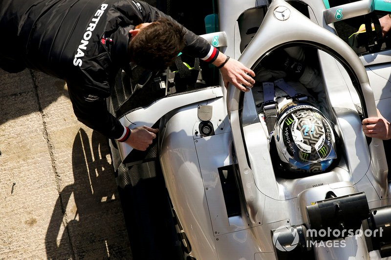 Valtteri Bottas, Mercedes AMG F1, s'arrête à son stand