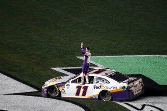 Yarış galibi #11: Denny Hamlin, Joe Gibbs Racing, Toyota Camry FedEx Express