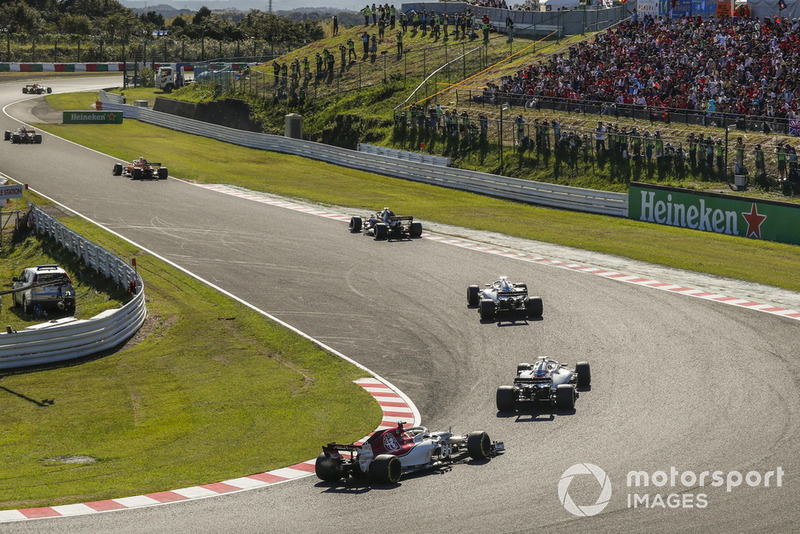 Marcus Ericsson, Sauber C37 and Lance Stroll, Williams FW41