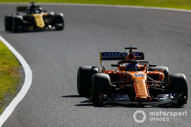 Fernando Alonso, McLaren MCL33, y Nico Hulkenberg, Renault Sport F1 Team R.S. 18