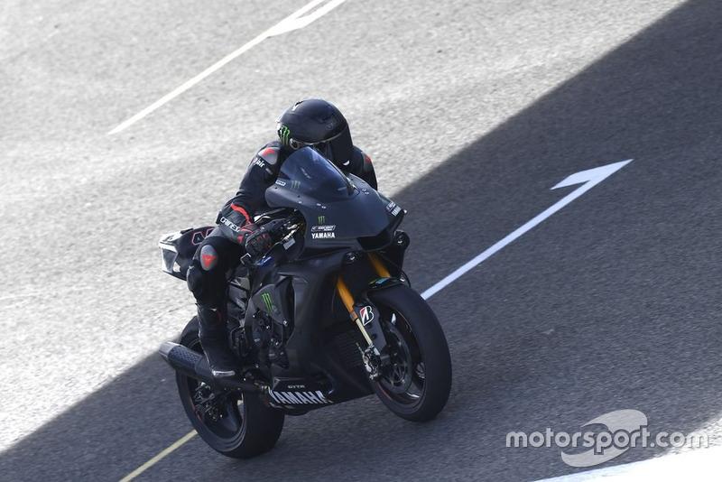 Lewis Hamilton probando la Yamaha Superbike en Jerez