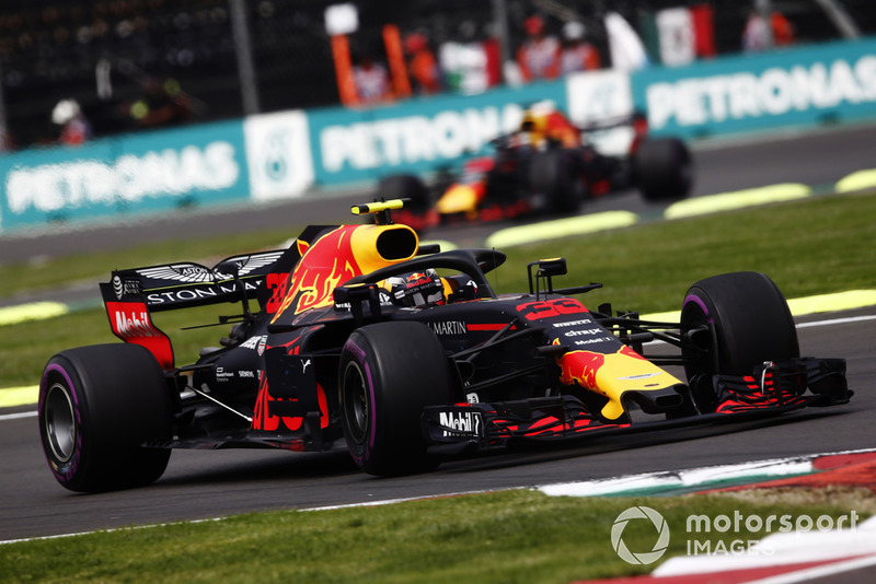 Max Verstappen, Red Bull Racing RB14, lidera a Daniel Ricciardo, Red Bull Racing RB14