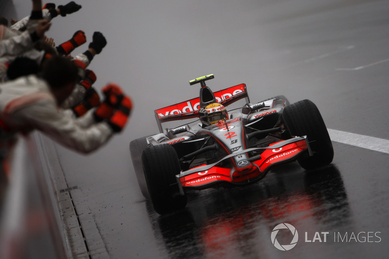 Ganador de la carrera Lewis Hamilton, McLaren MP4-22