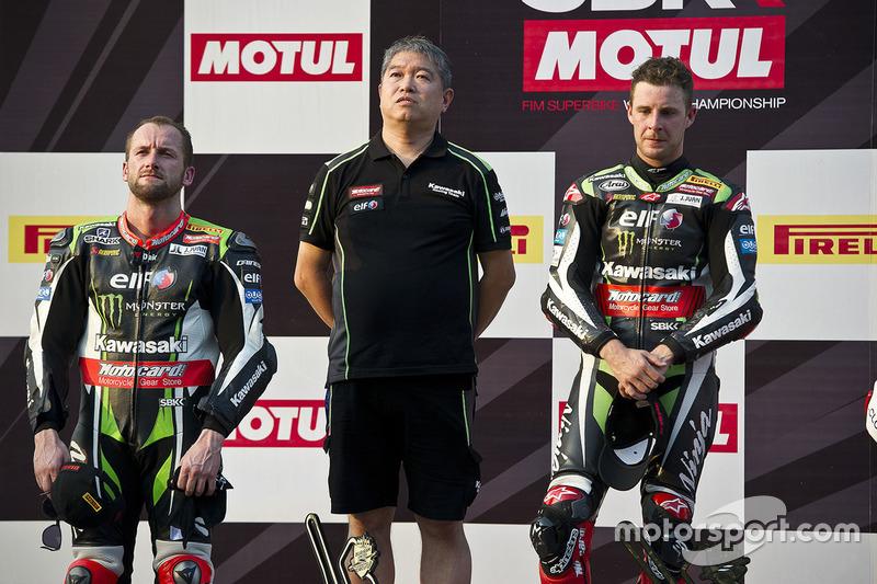 1. Jonathan Rea, Kawasaki Racing, mit Shigemi Tanaka, Kawasaki Racing