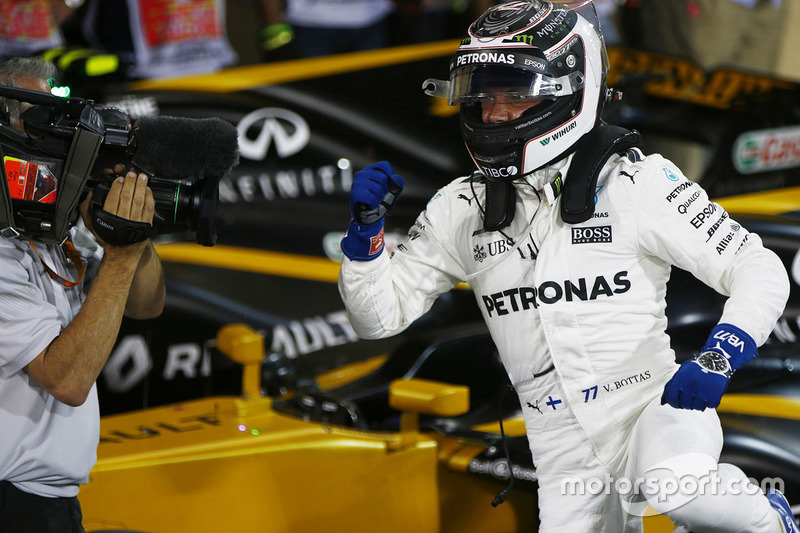 Ganador de la pole Valtteri Bottas, Mercedes AMG