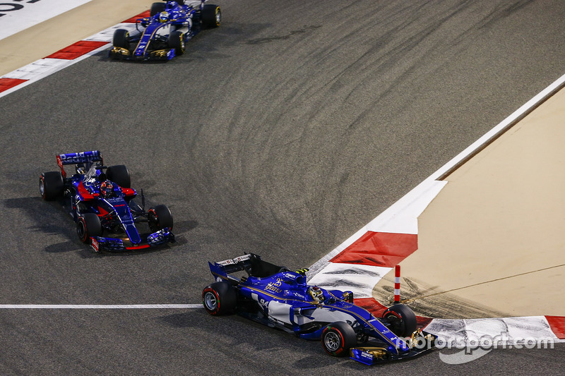 Pascal Wehrlein, Sauber C36-Ferrari, Daniil Kvyat, Scuderia Toro Rosso STR12, Marcus Ericsson, Sauber C36