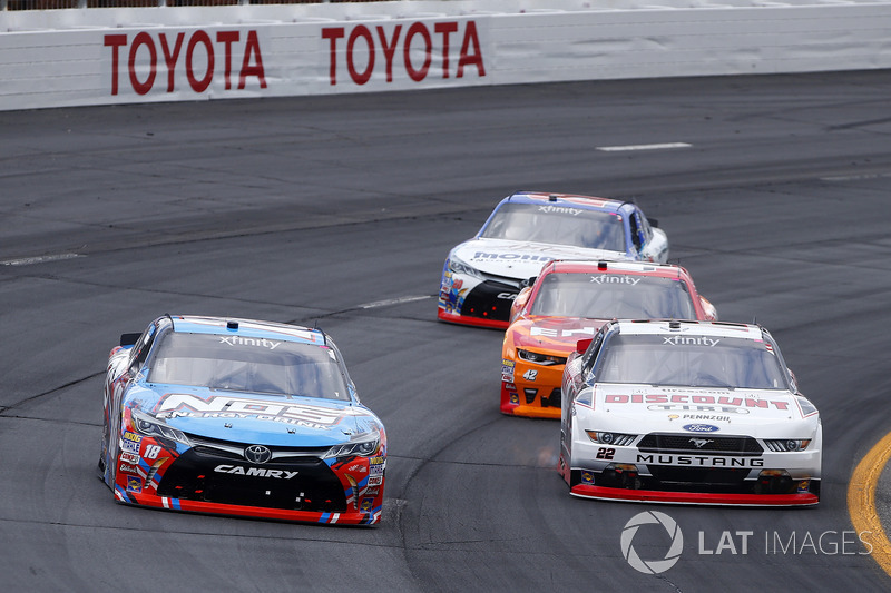 Kyle Busch, Joe Gibbs Racing Toyota, Brad Keselowski, Team Penske Ford, Kyle Larson, Chip Ganassi Ra