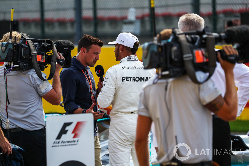 Polesitter Lewis Hamilton, Mercedes AMG F1 talks, Will Buxton, NBC TV Presenter