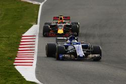 Marcus Ericsson, Sauber C36; Max Verstappen, Red Bull Racing RB13
