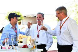 Alex Mea ve Chase Carey, CEO, Formula One Group ve Ross Brawn, Formula One Motorsporları Direktörü