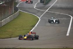 Max Verstappen, Red Bull Racing RB13, leads Valtteri Bottas, Mercedes AMG F1 W08 and Sebastian Vettel, Ferrari SF70H