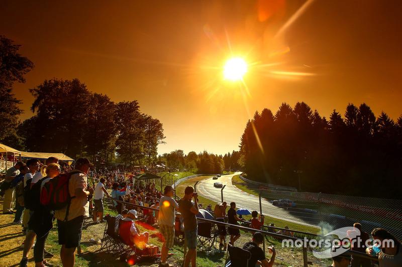 Langstrecke Livestream: Die Nacht bei den 24h Nürburgring 2017