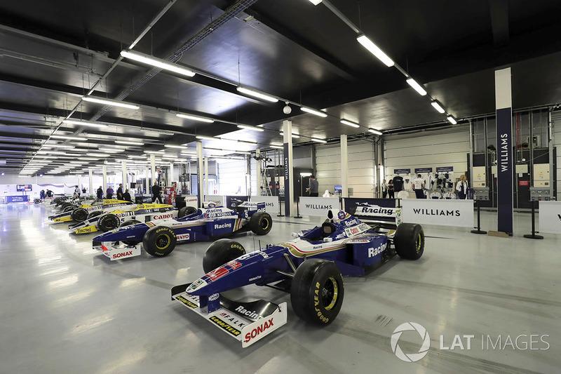 Ряд машин Williams