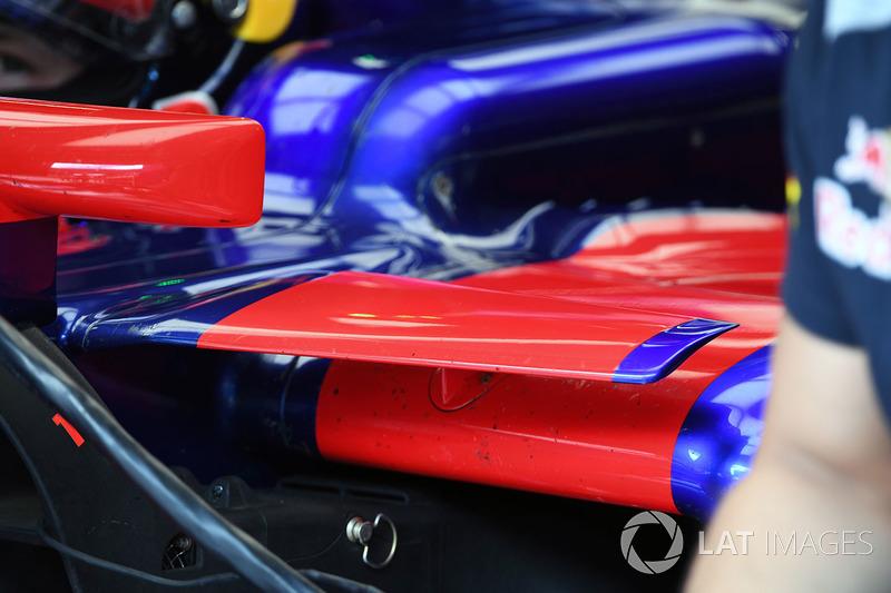 Деталь бічного понтона Scuderia Toro Rosso STR12