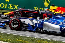 Pascal Wehrlein, Sauber C36, Daniel Ricciardo, Red Bull Racing RB13