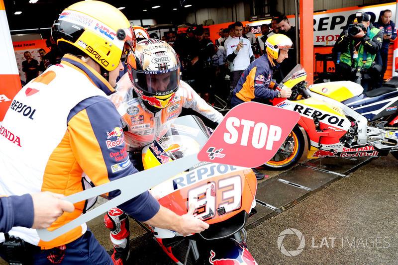 Marc Marquez, Repsol Honda Team pit lane bike swap