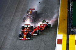 Sebastian Vettel, Ferrari SF70H, Max Verstappen, Red Bull Racing RB13 and Kimi Raikkonen, Ferrari SF70H crash at the start of the race