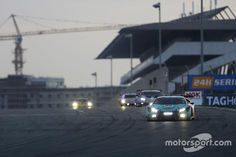 #21 Konrad Motorsport Lamborghini Huracan GT3: Marc Basseng, Marco Mapelli, Jules Gounon, Luca Stolz, Franz Konrad