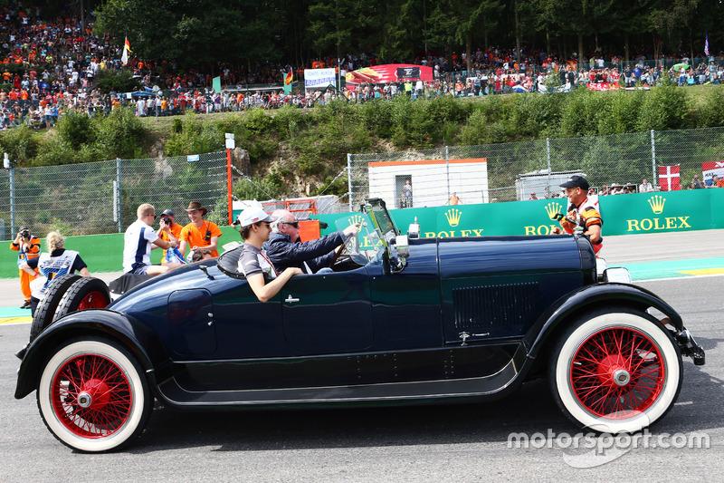 Esteban Gutierrez, Haas F1 Team nella sfilata dei piloti