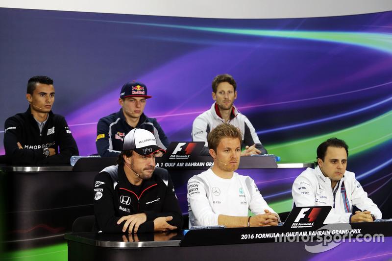 La Conferencia de prensa FIA: Pascal Wehrlein, Manor Racing; Max Verstappen, Scuderia Toro Rosso; Romain Grosjean, Haas F1 Team; Fernando Alonso, McLaren; Nico Rosberg, de Mercedes AMG F1; Felipe Massa, Williams