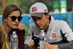 Esteban Gutierrez, Haas F1 Team with his girlfriend Monica Casan