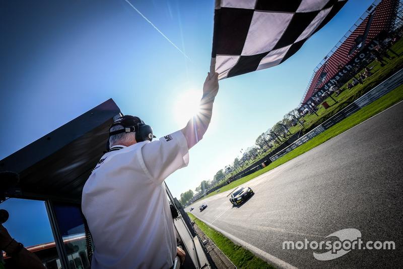 Ganadores #17 Team WRT Audi R8 LMS: Stuart Leonard, Frederic Vervisch